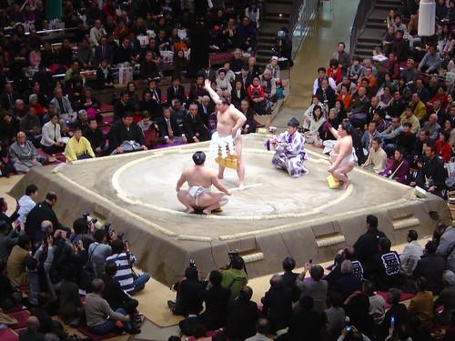 La cerimonia d'ingresso sul dohyo di Asashoriu al campionato di gennaio di quest'anno