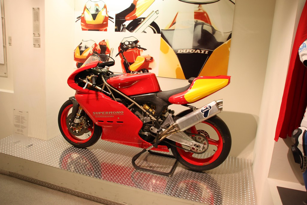 Ducati Supermono - Page 2 4333835595_38b807f3a0_b