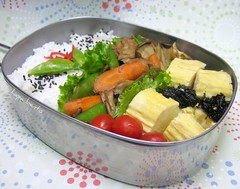 Speedy Bento Box 1 (hapa bento) Tags: tomato lunch rice box egg bento lunchbox tamagoyaki bentobox obento quickandeasy bentolunchbox bentoboxlunch hapabento