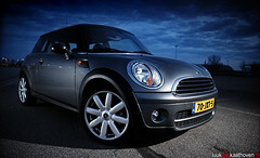 Mini Cooper.. (Luuk van Kaathoven) Tags: sky grey nikon diesel d flash sb600 mini cooper van rims strobe luuk d80 strobist luukvankaathovennl kaathoven