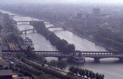 Blicke vom Eiffelturm 1992 zur Seine (fotoculus) Tags: frankreich francia france lafrance paris paris1992 wochenendbusfahrt eiffelturm