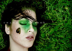 The rain that flows in you (Sara_Morrison) Tags: verde green wet girl rain hair snail lumaca pioggia humid ragazza umido greengrass capellibagnati erbaverde