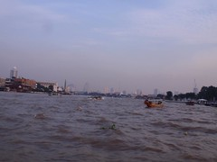 PA250147 (Box and Arrow) Tags: thailand bankok chaophrayariver