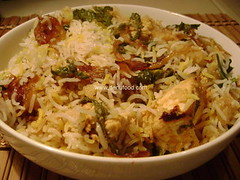 Hyderabadi Chicken Biryani (www.denufood.com) Tags: food india chicken rice indian mint spices andhra cilantro masala pradesh biryani pilaf hyderabadi denufood macemoghlaiawadhisindhilucknownawabi