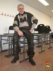 Cuir & cuissardes Nokia noires (pascal en bottes) Tags: boots goma rubber pascal wellies gummistiefel bottes botas gumboots gomma stiefel caoutchouc laarzen stivali hule stövlar cuissardes