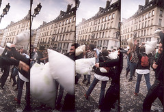 Pillow Fight (56) - 04Apr09, Paris (France) (]) Tags: portrait man blur paris film 35mm fun fight blurry lomography supersampler funny fuji sampler action expression superia 4 crowd feather super scan pillow 400 fujifilm analogue foule sequence bourse 35 pillowfight flou homme flashmob argentique plume bataille oreiller xtra ngatif pellicule squence fujifilmsuperiaxtra fujifilmsuperiaxtra400 batailledoreillers