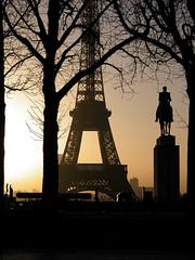 Cowboy solitaire parisien (Trocadéro) (Paris) - DSCN8426 (gil2chill) Tags: paris monument statue de cheval soleil tour coucher eiffel toureiffel trocadero gilles foch vaudois soleilcouchant maréchal gillesvaudois gil2chill