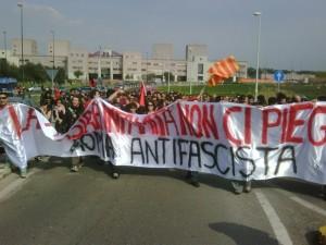 Tor Vergata rifiuta il fascismo: in 500 al corteo antifascista