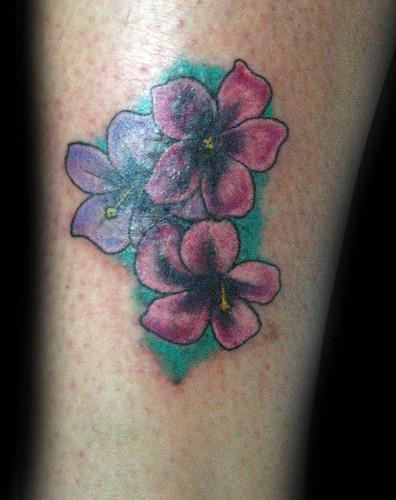 tatuajes de flor japonesas. plantillas de tatuajes de flores. Tatuaje tapado flores Pupa tattoo Granada