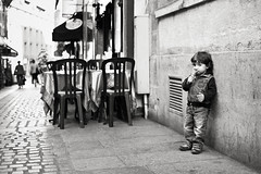 (David**T) Tags: street boy white black paris france restaurant noir child pavement icecream ruelle capitale rue enfant blanc gamin glace garon verre terasse mouffetard cornet pav mme crmeglace