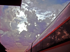 Nubes y tren (José Francisco_(Fuen446)) Tags: sky clouds tren cielo nubes málaga antequera reflejos nwn automotor 598 s598 martesdenubes automotordiésel cloudstuesday