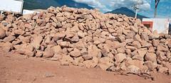 Descripciones, sucesos y pobreza (Zorro Tapatio) Tags: mxico jalisco sierra perros animales mascotas montaas piedras pobreza pobrezaextrema ayotitln perrosflacos sierradeayotitln