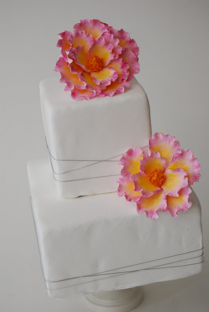 MAGNOLIA CLAY FLOWER CAKE TOPPER