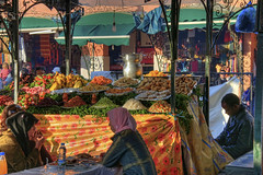 Dining in Marrakech (Fil.ippo) Tags: market explore marocco marrakech dining mercato hdr filippo djemaaelfna d5000 flickrdiamond