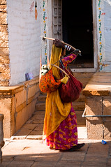 Woman carrying her child in Jaisalmer (Maël80) Tags: woman india game asia flickr child shots group challenge inde outstanding the mael d90 radjasthan