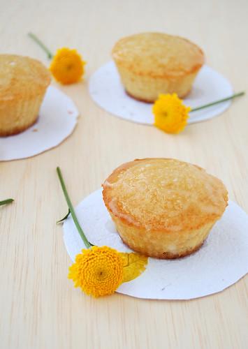 Almond cakes with sugared apple icing / Bolinhos de amêndoa com cobertura açucarada de maçã