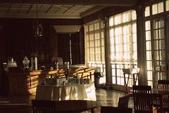 Sunlight. (hyekab25) Tags: windows sunlight white chairs drinks tables fancy dining mansion tablecloth bowls allertonmansion