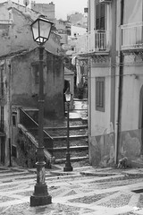 _MG_6703 (defolletz) Tags: italia italy sicilia terminiimprese termini cefalù città city blackandwhite bn bw mare sea spiaggia beach quartieriquartieristorici scorci