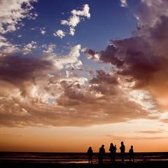 (-Isaac Rosas-) Tags: family sunset sea sky people beach familia clouds square atardecer happy mar high skies afternoon gente silhouettes happiness playa personas explore cielo crop nubes felicidad persons feliz alto siluetas height tarde altura cuadrado