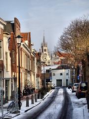 Achter de Vismarkt (WindwalkerNld) Tags: city snow holland netherlands de town hall south centre sneeuw nederland center historic oud oude stadhuis zuid straat gouda vismarkt historisch achter binnenstad straatje