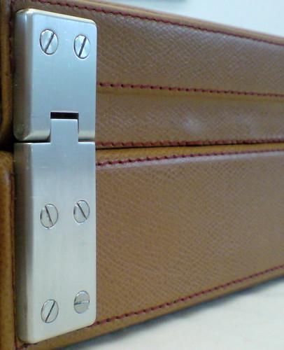 Calder custom case hinge cu