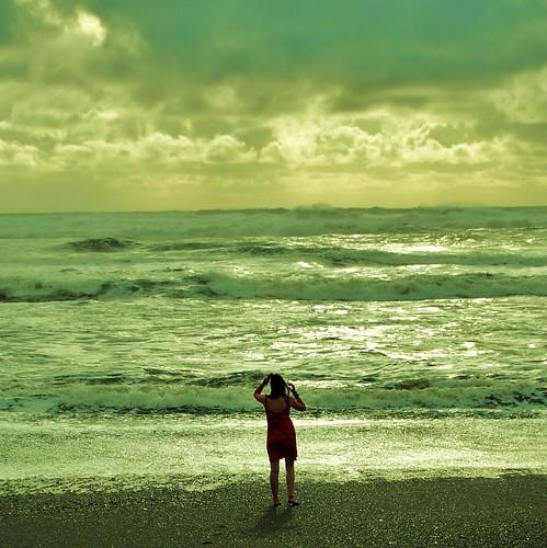 フリー画像| 人物写真| 女性ポートレイト| 後ろ姿| 海の風景|       フリー素材|