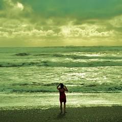 [フリー画像] [人物写真] [女性ポートレイト] [後ろ姿] [海の風景]       [フリー素材]