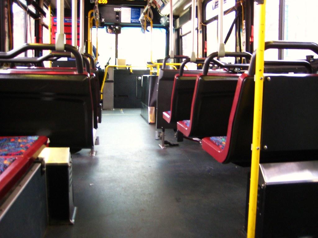 2010-04-02 empty bus 003