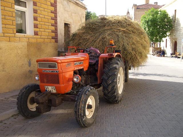希臘小鎮的農耕機器