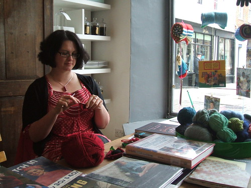 Knitting poppy brooches