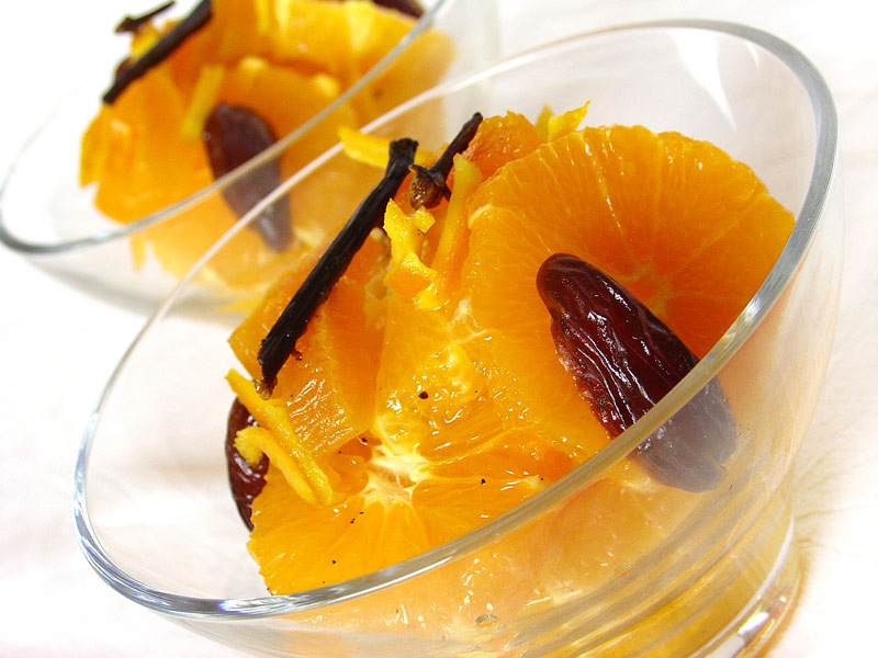 Oranges and dates in aromatic syrup