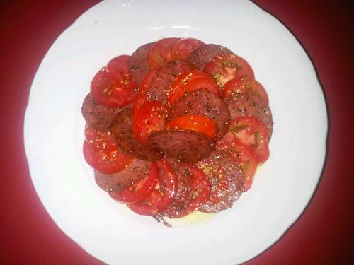 Salami, tomates, oregano