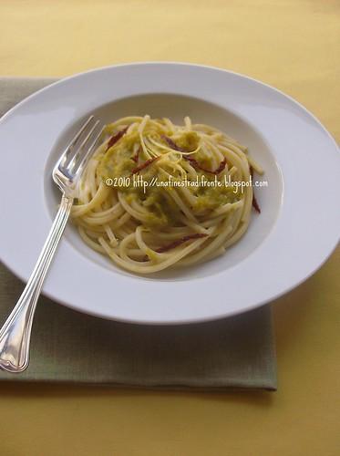 Spaghetti con porri e pomodori secchi