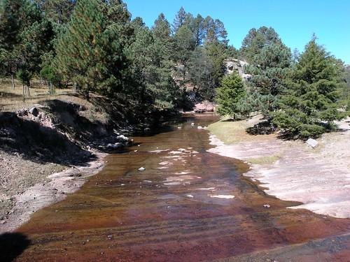 Río antes de entrar al Parque Nacional Cascadas de Basaseachic, Sierra Tarahumara, Chihuahua, Mexico