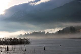Weissensee met ochtendzon en mist