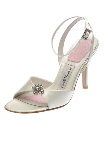 Bridal shoes with the type sandals.