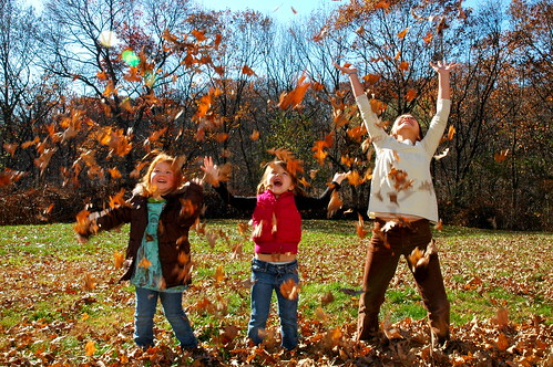 Outdoor Fall Family Picture Ideas http://childreninnature.mo.gov/category/children-in-nature/