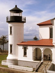 Admiralty Head Lighthouse, Coupeville, Washington (stephenandjes) Tags: seattle usa lighthouse building ferry architecture faro washington spanish whidbeyisland pugetsound keystone farol phare vuurtoren everett leuchtturm coupeville sanjuanisland fortcasey  oakharbor   5photosaday  topseven washingtonlighthouses