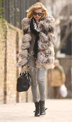Kate Moss wearing a gorgeous vintage fox fur coat (Imn_Angel) Tags: celebrity london fur boots supermodel style furcoat jeans vogue fox stunning chic katemoss diva foxfur