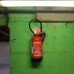 IMG_4275 (laurent_dupuis) Tags: rouge vert flou urbain dtail extincteur lecarrfranais