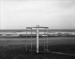 Shen Hao (www.mauroquirini.it) Tags: bw bn 4x5 fp4 spiaggia largeformat folding biancoenero shenhao lidodiostia 10x12 grandeformato