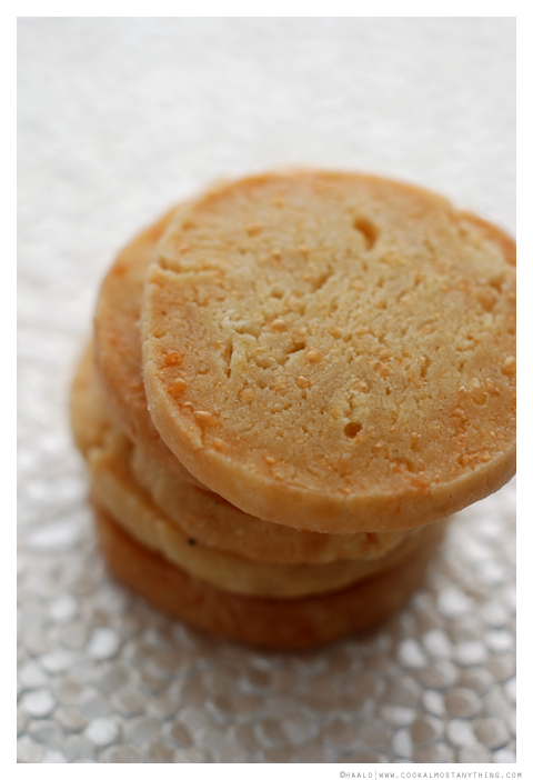 Parmesan and Herbes de Provence Sables© by Haalo