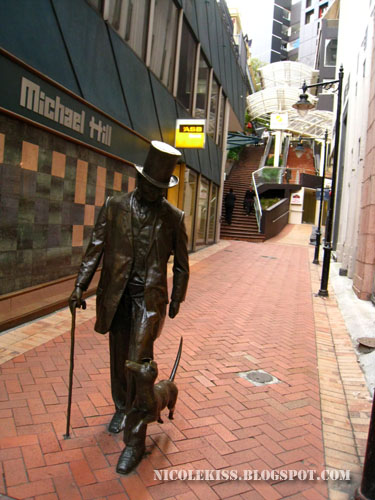 walking man - statue
