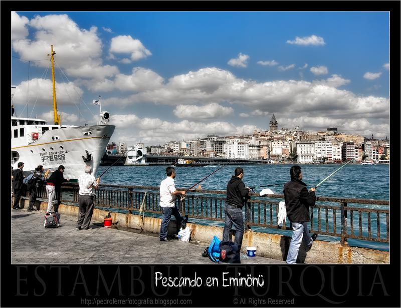 Pescando en Eminönü - Estambul- Cuerno de Oro