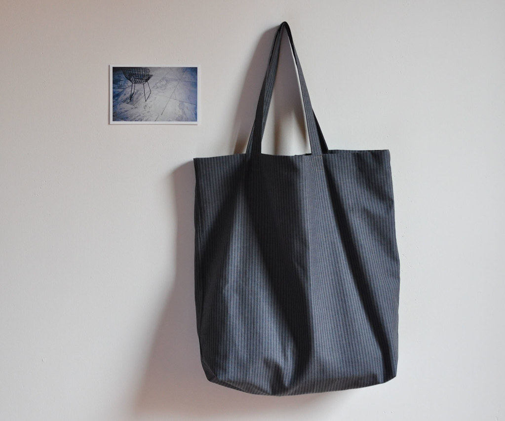 m a n i fold: tote for him (or her)