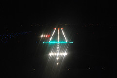 Star Wars (chewbacca320) Tags: night airport à rouen final short lumiere vol runway nuit vue vfr balisage lfop nvfr