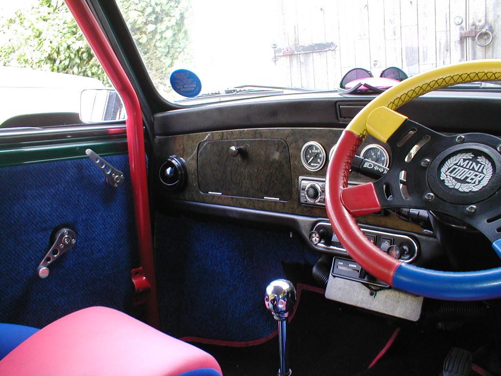 Interior 2 Green Mini Cooper (carb)