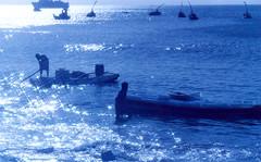 Jangadas (Alex de Alencastro) Tags: gelo alex azul de boat fisherman fortaleza vela viagens pesca ceara litoral pescador remo pescaria bote jangada bluish bateira embarcacao cearense alencastro irevir botearemo alexdealencastro