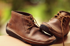 Rugged (Mel Mijares) Tags: brown green shoes bokeh 85mm casual rugged timberland sooc 5dmkii lovesshoes