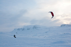 Haukeli (TrulsHE) Tags: winter sun white snow kite cold sol norway norge vinter cloudy cult 105 kiting dnt sn kiteskiing haukeli snowkiting naish kaldt hvitt overskyet fjellstue haukeliseter turistforeningen